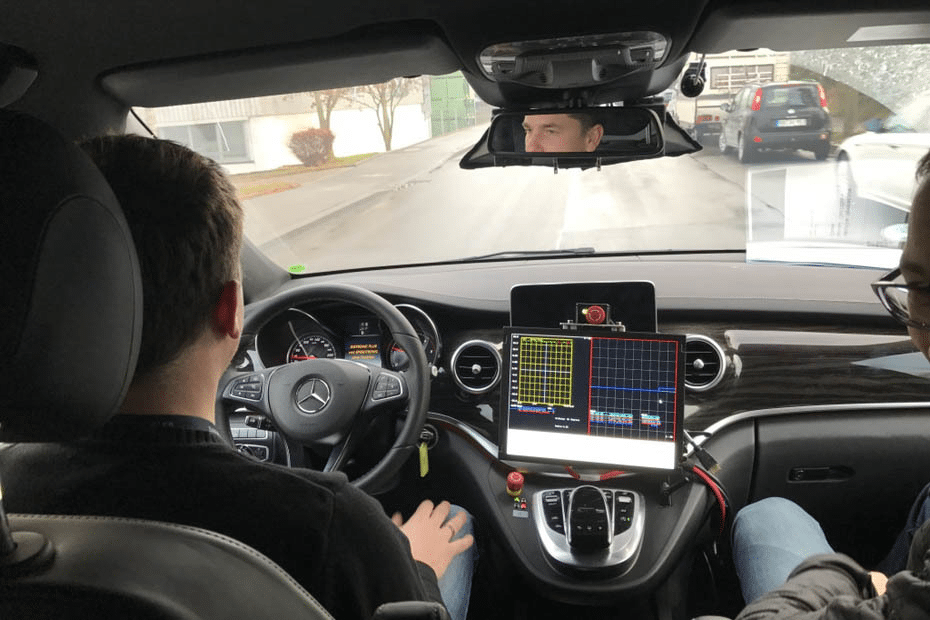 69 Prozent der Autofahrer in Deutschland würden sich in die Hände eines Autopiloten begeben. Ob sie auch für einen möglichen Unfall haften wolten?
