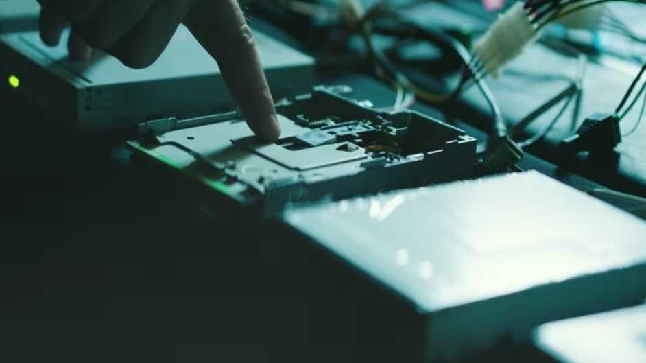 Floppy-Laufwerke als Soundtrack für Action-Film